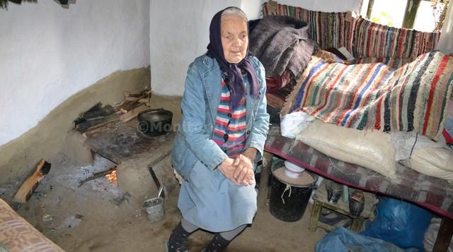 """""""Azi am mancat o para cu paine..."""" Cine este batranica de 84 de ani uitata de lume"""