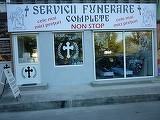 """O firma de pompe funebre dintr-un oras din Romania, anunt macabru: """"Doi plus unul gratis"""""""