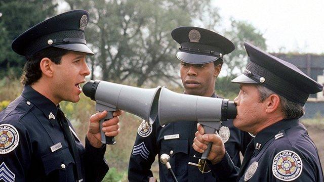 """Fanii comediei """"Academia de Politie"""" sunt in doliu"""