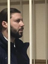 Un preot pedofil a fost condamnat la 14 ani de exil in lagar, dupa ce a violat o tabara intreaga cu copii. Detalii terifiante