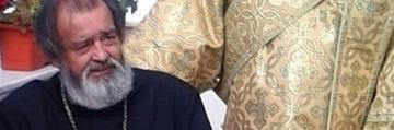 Imaginile durerii la parastasul de 1 an al parintelui Mihai Negrea! Preoteasa si copiii, indurerati, la crucea lui – Slujba a fost tinuta de 9 preoti – Video Exclusiv!