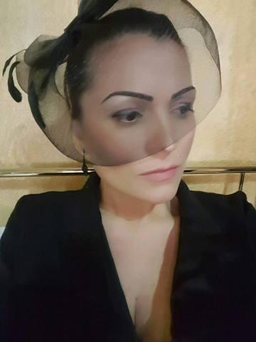 Priveghi pentru fratele Ancutei Carcu! Primele imagini cu sicriul depus la capela din Rebrisoara! Sexy-politiciana este in stare de soc