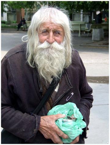 """A murit cel mai cunoscut cersetor din Sofia! """"Sfantul"""" Dobri Dobrev avea 103 ani! Ce facea cu banii primiti?"""
