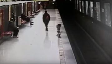 Momente de groaza la metrou! Un baietel de 2 ani a sarit pe sinele metroului! Eroul sau, un pusti de 18 ani