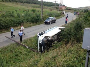 Un microbuz cu 13 persoane din Republica Moldova s-a rasturnat in Vaslui, pe un drum european