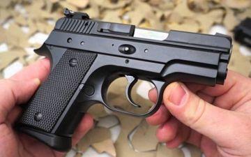 Un elev din Arad a venit luni la scoala cu un pistol. Ce-a urmat apoi