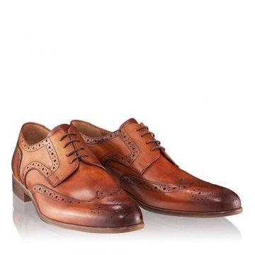 Ţinuta şi pantofii – alegeri inspirate pentru apariţii inegalabile