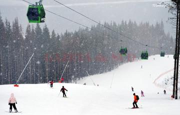 Un turist a murit pe partia de schi din statiunea Paltinis!  Barbatul a suferit un stop cardio-respirator