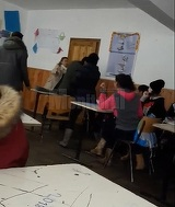 """Scene violente intr-o sala de clasa de la un liceu din Dolhasca! Au tipat si s-au palmuit! """"Doamna rupe catalogul"""""""
