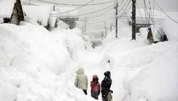 """COMANDAMENT pentru codul portocaliu de ninsori! """"Nu ieşiţi din case şi nu vă aventuraţi pe şosele!"""""""