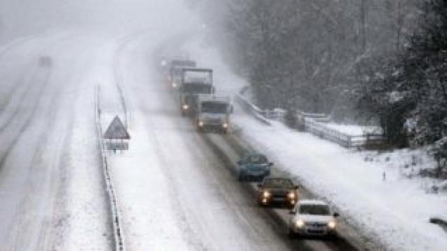 Carambol in Prahova: Sapte autoturisme si un tir s-au lovit. In Mures a derapat un autocar cu copii