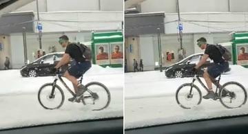 Sa-ti faci cruce, nu alta! Aparitie bizara pe o strada din Bucuresti: In plin cod portocaliu, un barbat a iesit, in pantaloni scurti si tricou, la plimbare cu bicicleta
