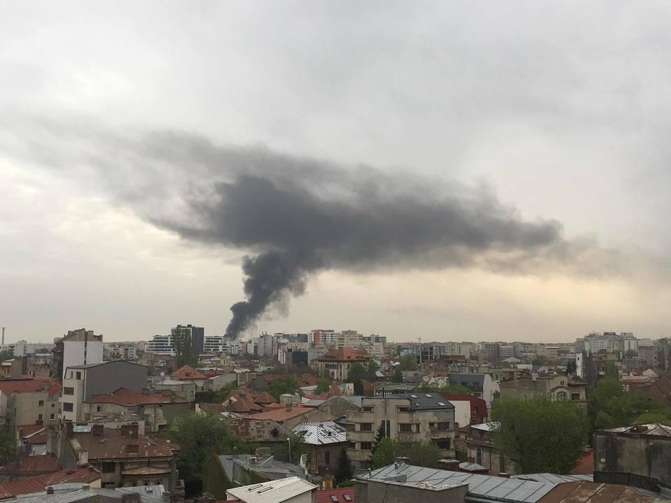 Incendiu in Bucuresti in zona Piata Muncii. Zeci de pompieri s-au luptat cu focul