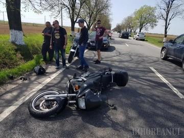 Motociclist in coma dupa ce a fost lovit in cap de bratul unui utilaj agricol!