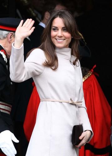 Kate Middleton a nascut! Ducesa de Cambridge a adus pe lume astazi un baiat
