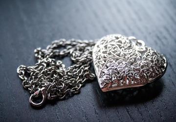 Iubesti bijuteriile din argint? Iata de ce trebuie sa le cumperi si sa le porti