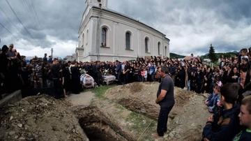 Masacru la o inmormantare! Doi preoti si cel putin 16 credinciosi au fost ucisi cu focuri de mitraliera