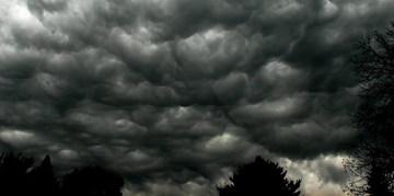 Vremea se schimba radical! Avertisment meteo de la ANM: furtuni de vara, cu descarcari electrice si grindina