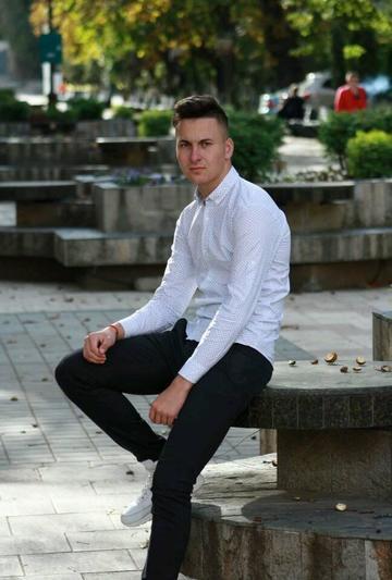 Bogdan facuse o pasiune pentru Petronela, tanara ucisa langa Botosani! Inainte sa o omoare, fotograful a incercat sa o violeze