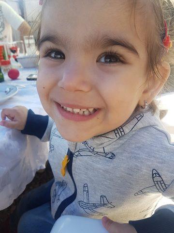 """Povestea Dariei, micuta de doar trei ani care se lupta cu leucemia: """"Este cumplit sa o vezi cum te roaga din ochisorii plini de lacrimi sa ii alini durerea"""""""