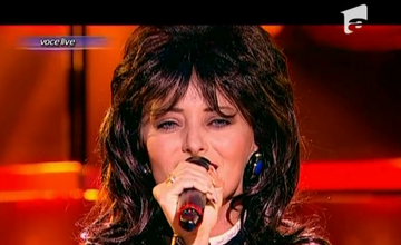 Delia si-a schimbat iar look-ul de dragul muzicii! S-a facut bruneta si a imitat-o pe Mihaela Runceanu! Crezi ca se pricepe?