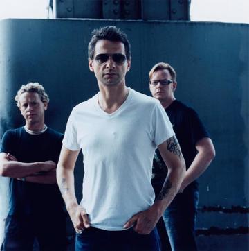 Baietii de la Depeche Mode au cerut draperii negre la geamuri! Vezi care a fost motivul incredibil pentru care s-a vrut acest lucru!