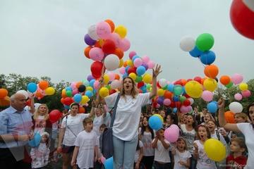 Imagini emotionante cu Bianca Brad la comemorarea copiilor care au disparut de pe acesta lume!