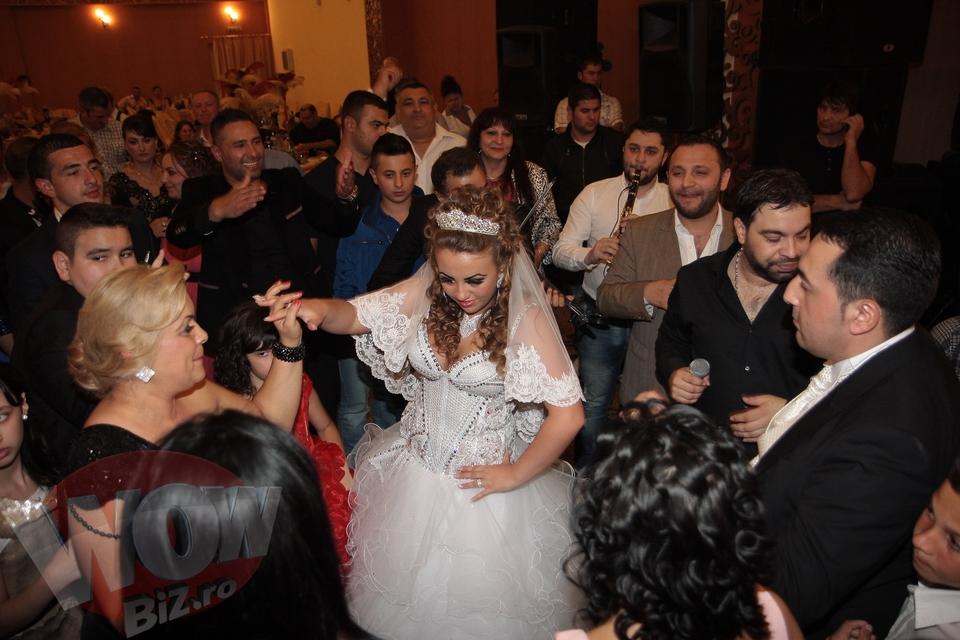 """Salam a cantat la nunta lui """"Suleyman de Gilau"""". Imagini de senzatie de la o nunta inspirata din celebrul serial turcesc. Vezi ce melodie i-a compus manelistul mirelui"""