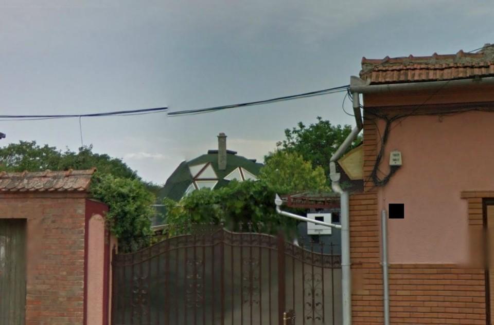 FOTO! Tatal lui Marius Moga si-a construit o casa cu proprietati miraculoase! Vecinii se crucesc cand trec pe langa ea! Asa ceva nu s-a mai vazut in toata Romania