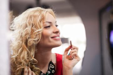 Video   WOW! Ce ruj a ales Valentina Pelinel pentru tinuta ei! O sa-ti placa si tie