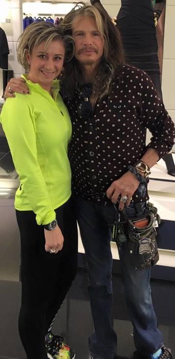 Ce tare! Anamaria Prodan s-a intalnit cu Steven Tyler la mall! Vezi imaginea cu impresara si solistul trupei Aerosmith