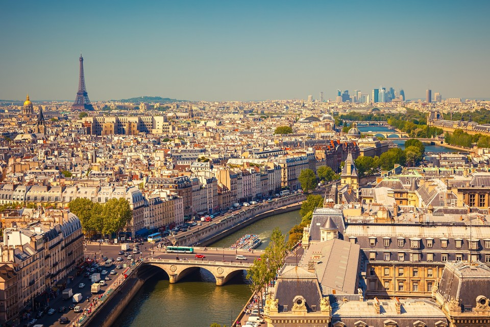 EXCLUSIV! Suma astronomica pe care Adrian Sarbu a platit-o pe apartamentul din Paris al fostei sotii! O sa te ia ameteala cand o sa vezi atatea milioane de euro! Janine sta intr-o zona in care un metru patrat locuibil are un pret mediu de 21.500 de euro!