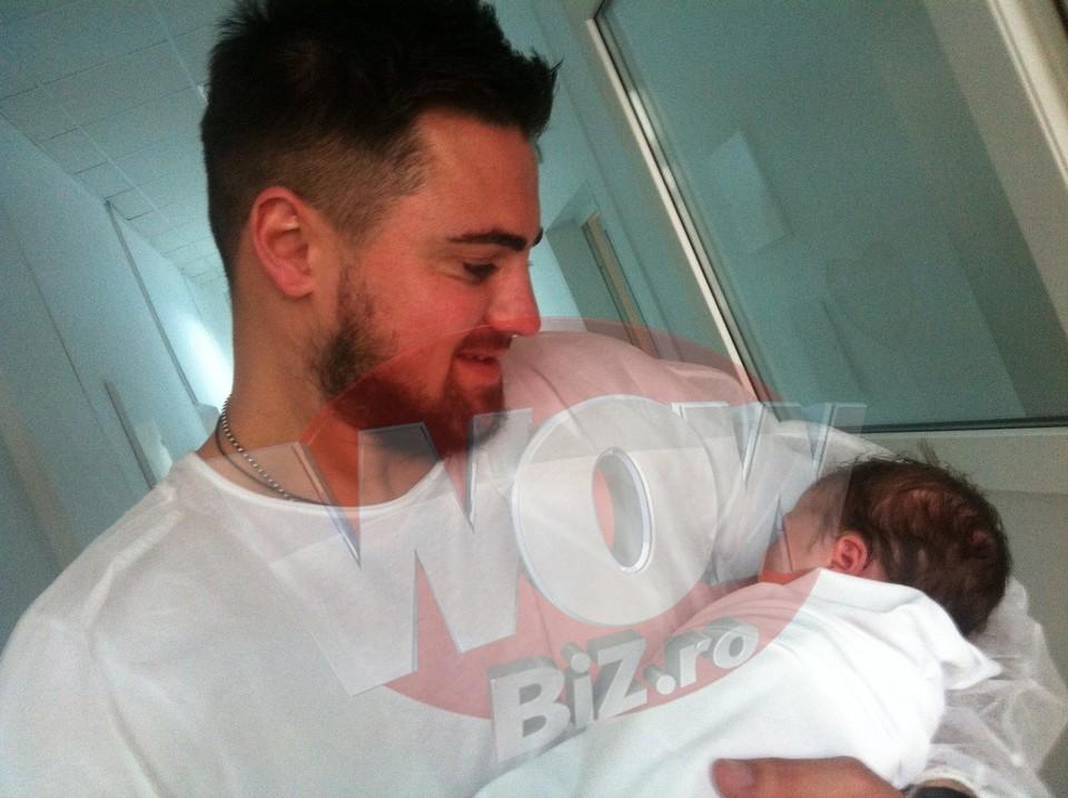 FOTO EXCLUSIV! Sanziana Buruiana a nascut! Blonda a adus pe lume o fetita de 3 kilograme! Iata prima poza cu bebelusul
