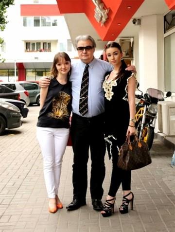 FOTO Fata lui Vadim Tudor se face prezentatoare tv! Uite cum se pregateste Jeni sa intre pe sticla!