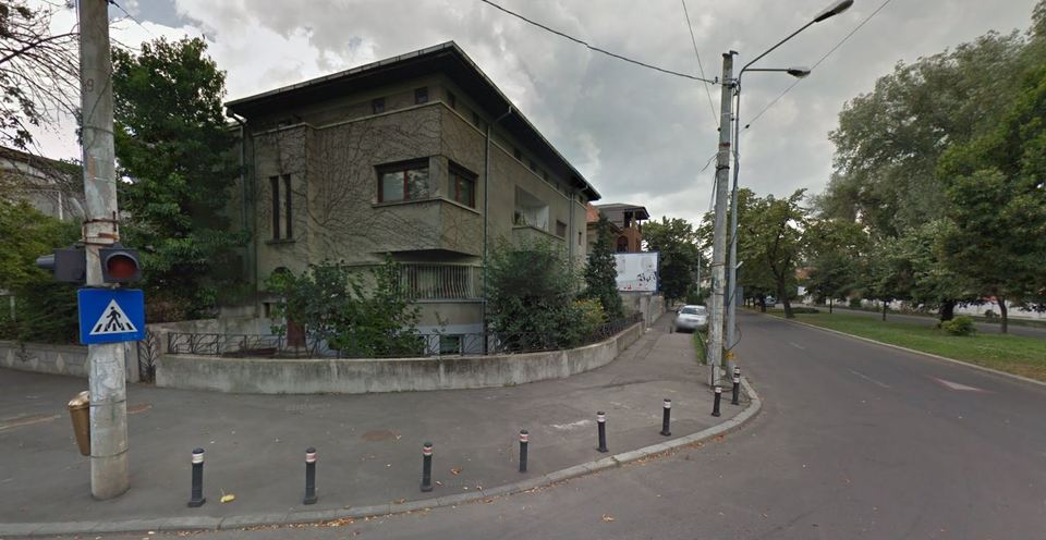 EXCLUSIV! Apartamentul de revolutionar al lui Alexandru Arsinel are vedere in curtea lui Iohannis! Actorul locuieste de 20 de ani intr-o vila somptuoasa, langa Palatul Cotroceni! Locuinta sa are 225 mp! Este probabil cel mai bogat actor din Romania