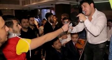 VIDEO Mario Balint i-a luat locul tatalui sau in lumea smecherilor din Capitala! Uite cum se distreaza si arunca cu banii pe manele fiul lui Sile Camataru