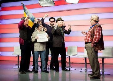 """FOTO! Nea Popa din """"La Bloc"""" se da in spectacol cu grupul """"Voua"""""""