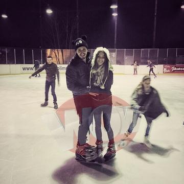 FOTO EXCLUSIV! Ana-Maria Barnoschi si iubitul, distractie maxima la patinoar! S-au pupat si au facut sedinte de echilibristica! De Craciun, cei doi s-au logodit, acum se pregatesc de nunta