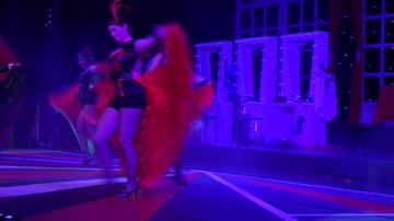 VIDEO! Corina Danila, intr-o tinuta sumara pe scena! Asa arata, mai mult dezbracata, actrita de 44 de ani!