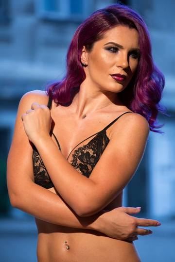 Miki Love, schimbare radicală de look spectaculoasa