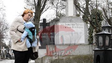 Clipa de panica pentru Ioana Tufaru! Micutul ei este grav bolnav si a fost dus cu ambulanta la spital