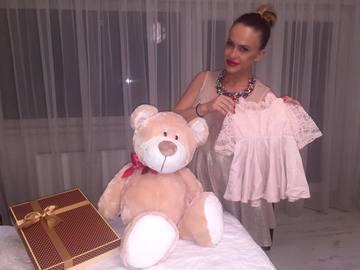 Uite ce rochita cu perle a primit fiica Andei Adam! Si tu ai vrea una la fel pentru fata ta!