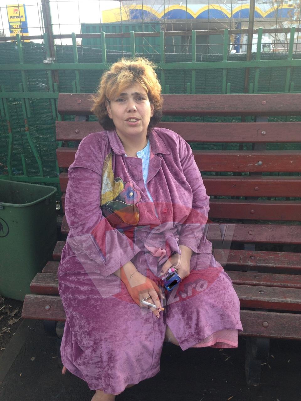 """VIDEO EXCLUSIV! Ioana Tufaru traieste un cosmar! Plange in curtea spitalului unde e internat bebelusul ei! """"Medicii i-au gasit un inceput de pneumonie! Nu am vrut sa-i las sa-mi intepe baiatul in cap!"""""""