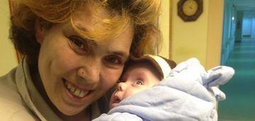 FOTO EXCLUSIV! Imagini geniale cu baiatul Ioanei Tufaru! Copilul de patru luni e superb! Nu seamana nici cu mama, nici cu tatal! E leit bunicul lui!