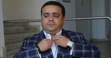 """Adi Minune da zeci de mii de euro pe masina fetei sale, dar firma sa e executata silit! Manelistul """"merge"""" pe pierderi si e dator la stat"""