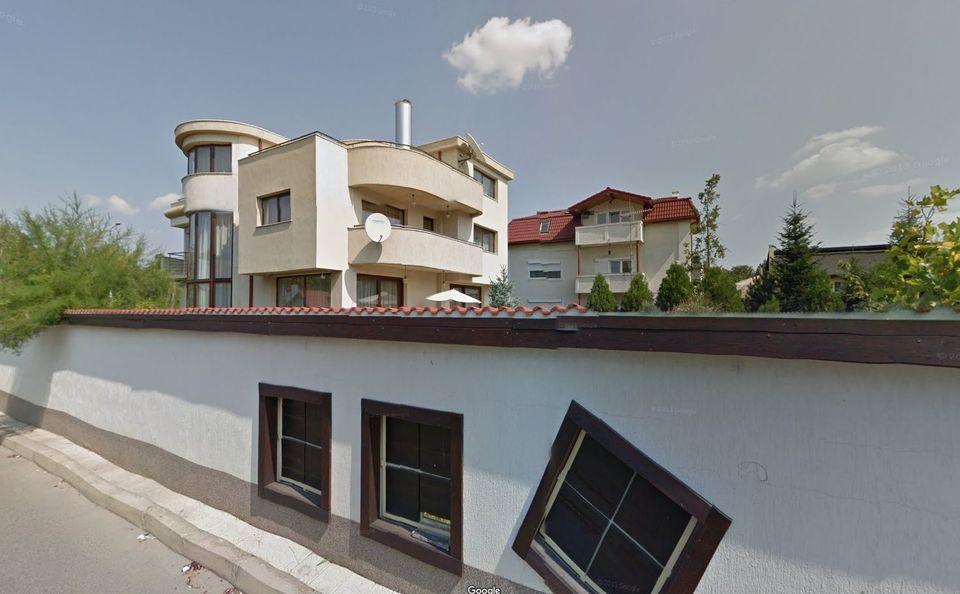 FOTO | Ce vila smechera are Dan Bittman in Pipera! Pe langa casa de sute de mii de euro, celebrul solist mai are un apartament de lux in Cartierul Francez!