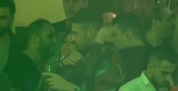 Daniela Crudu a dat reprezentatie in club! Uite cum danseaza lasciv langa iubitul ei si cum il saruta cu foc! WOW, cat de indragostita pare bruneta!