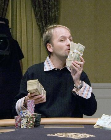 FOTO! Ce bombe sexy au trecut prin patul romanului care a facut zeci de milioane de dolari din poker! Daniel Negreanu s-a iubit cu castigatoare de Miss, cu fotomodele si cu ziariste celebre!
