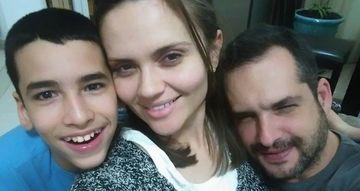 """VIDEO EXCLUSIV! Cristina Siscanu, la o clinica de recuperare! Cauta solutii pentru problema de sanatate a fiului lui Madalin Ionescu! """"Are nevoie de kinetoterapie!"""""""