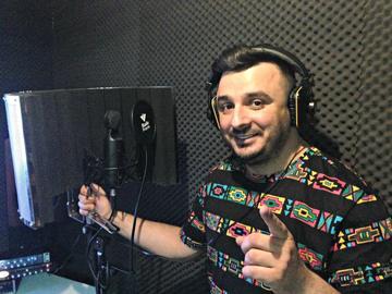 """Liviu Guta si-a deschis studio la subsolul blocului in care locuieste! Suparat ca sotia nu-l lasa sa fumeze in casa, a bagat 20.000 de euro in """"scule"""""""